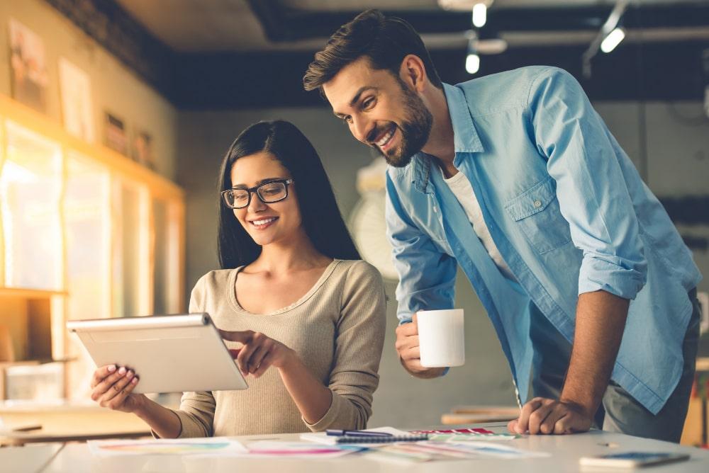 drague au travail  Draguer au travail : règles, techniques et conseils drague au travail 1