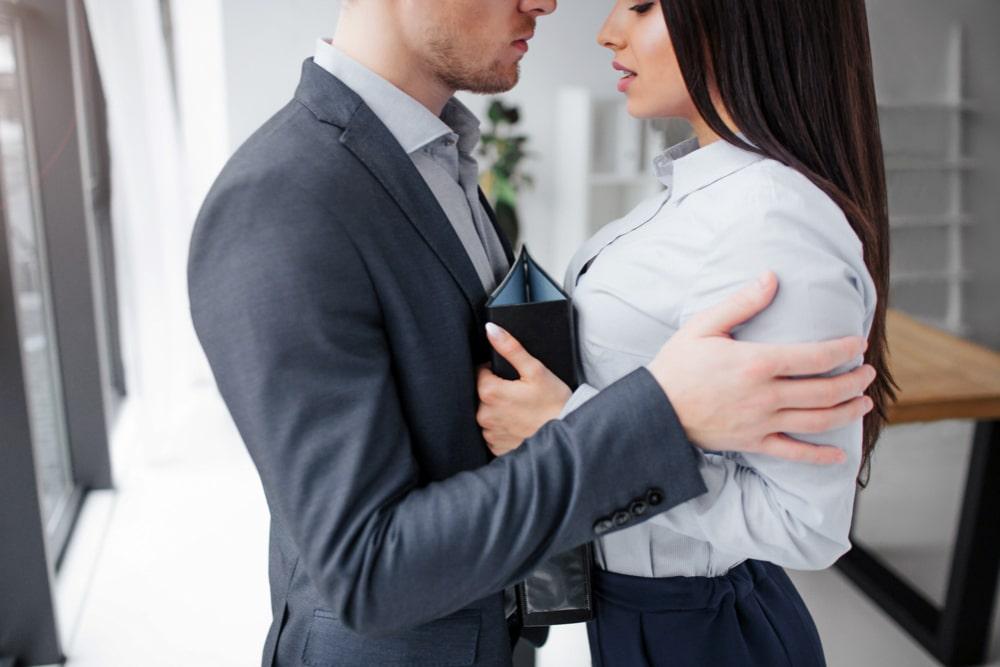 drague et amour au travail  L'amour au travail et les relations amoureuses au bureau drague et amour au travail 3