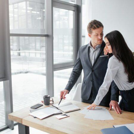 L'amour au travail et les relations amoureuses au bureau